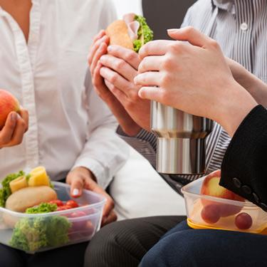 Managers-sitting-and-eating-lunch_web