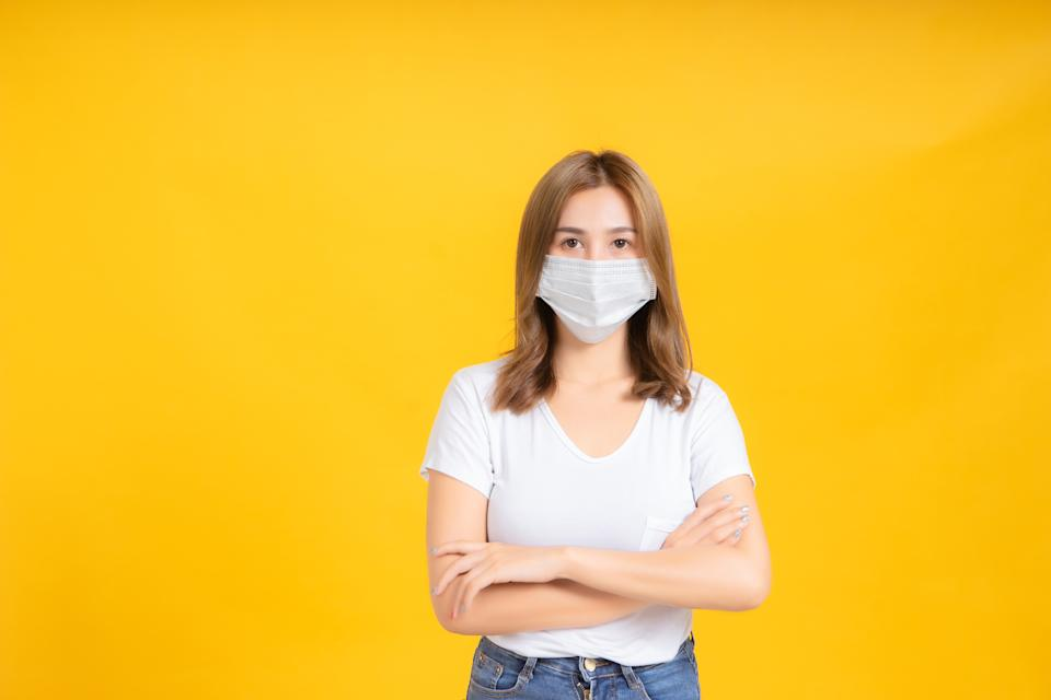 Wearing a face covering offers some protection from COVID-19, experts say. (Photo: Getty Images)
