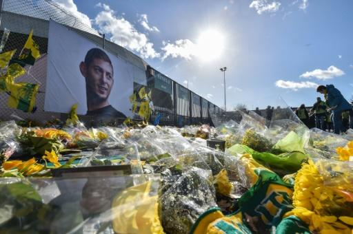 Tributes poured in for Emiliano Sala at former club Nantes after a plane carrying the Argentine plunged into the English Channel