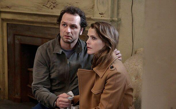 """GALLERY: 10 Best TV Episodes of 2016: THE AMERICANS Episode: """"The Magic of David Copperfield V. The Statue of Liberty Disappears"""" Season 4, Episode 8 Air Date: Wednesday, May 4, 2016(l-r) Matthew Rhys as Philip Jennings, Keri Russell as Elizabeth Jennings"""