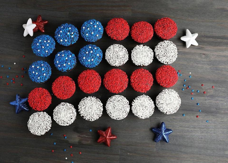 """<p>This sprinkle-spangled cupcake arrangement is fun and easy to make. But don't abandon the party if you're out of the necessary ingredients, instead, check out these <a href=""""https://www.thedailymeal.com/ingredients-you-can-substitute-when-baking-or-cooking?referrer=yahoo&category=beauty_food&include_utm=1&utm_medium=referral&utm_source=yahoo&utm_campaign=feed"""" rel=""""nofollow noopener"""" target=""""_blank"""" data-ylk=""""slk:cooking and baking substitutions you should know about."""" class=""""link rapid-noclick-resp"""">cooking and baking substitutions you should know about.</a></p> <p><a href=""""https://www.thedailymeal.com/recipes/american-flag-cupcake-cake-recipe?referrer=yahoo&category=beauty_food&include_utm=1&utm_medium=referral&utm_source=yahoo&utm_campaign=feed"""" rel=""""nofollow noopener"""" target=""""_blank"""" data-ylk=""""slk:For the American Flag Cupcake Cake recipe, click here."""" class=""""link rapid-noclick-resp"""">For the American Flag Cupcake Cake recipe, click here.</a></p>"""