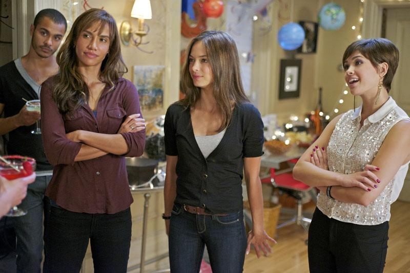 """Nina Lisandrello as Tess, Kristin Kreuk as Catherine and Nicole Gale Anderson as Heather in the """"Beauty and the Beast"""" episode, """"Saturn Returns."""""""