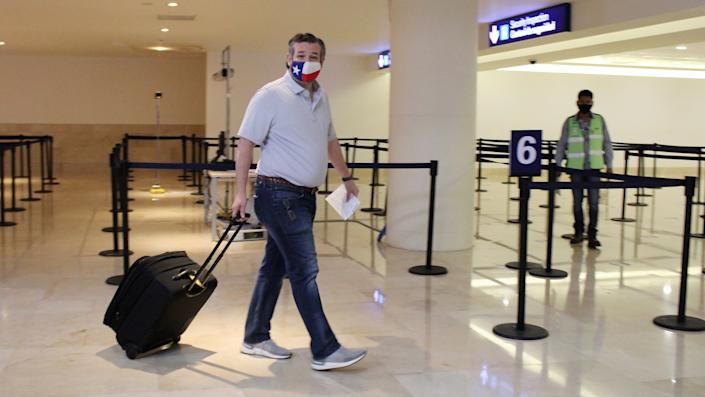 U.S. Senator Ted Cruz (R-TX) carries his luggage at the Cancun International Airport before boarding his plane back to the U.S., in Cancun, Mexico February 18, 2021. (Stringer/Reuters)