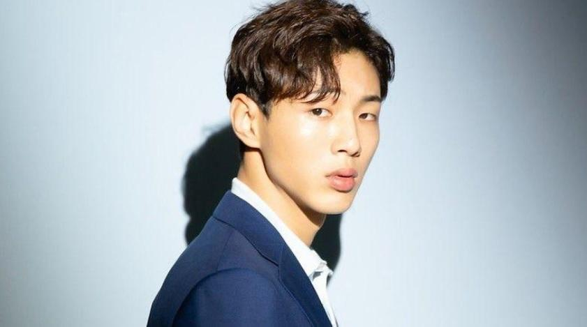 Former ''River Where the Moon Rises'' actor Ji Soo and label KeyEast are being sued for ₩3 Billion KRW n damages (Photo: Rakuten Viki)