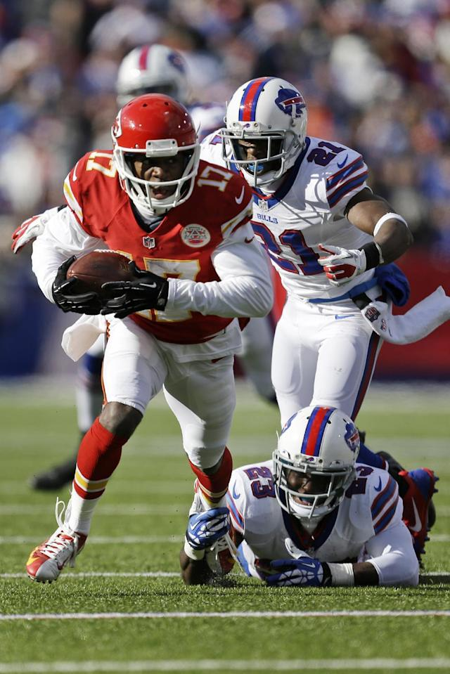 Kansas City Chiefs wide receiver Donnie Avery (17) runs after taking a pass from Kansas City Chiefs quarterback Alex Smith (11) behind Buffalo Bills cornerback Leodis McKelvin (21) and Buffalo Bills free safety Aaron Williams (23) for a nine-yard gain during the second quarter of an NFL football game in Orchard Park, N.Y., Sunday, Nov. 3, 2013. (AP Photo/Gary Wiepert)