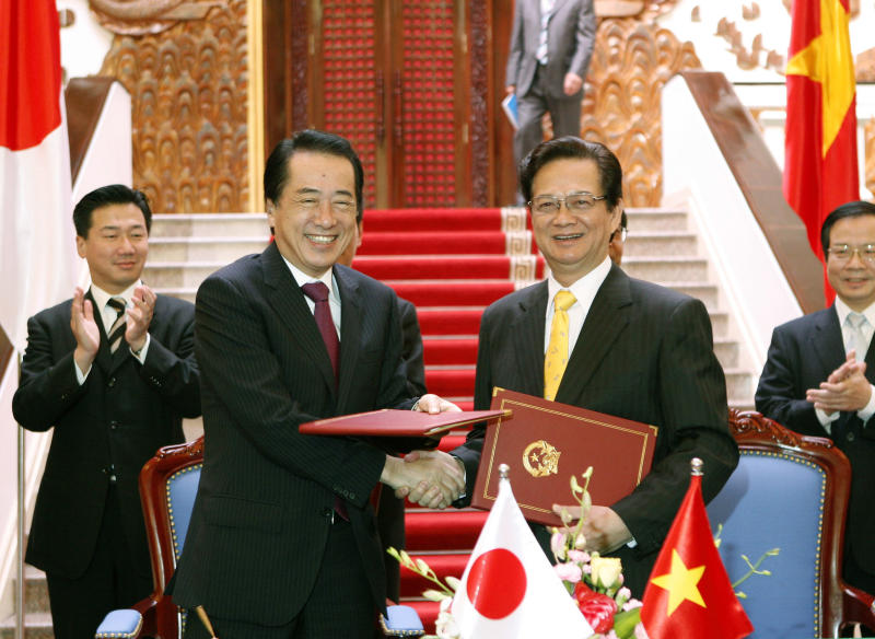 Japanese Prime Minister Naoto Kan, left, and his Vietnamese counterpart Nguyen Tan Dung shake hands after signing in a joint statement on the Vietnam-Japan strategic partnership for peace and prosperity in Asia in Hanoi, Vietnam, Sunday, Oct. 31, 2010. (AP Photo/Luong Thai Linh, Pool)