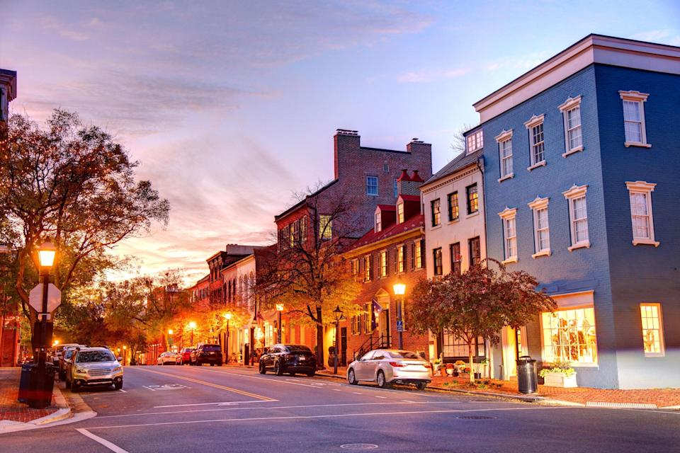 """This quaint city on the Potomac River, just a 20-minute drive south of <a href=""""https://www.cntraveler.com/destinations/washington-dc?mbid=synd_yahoo_rss"""" rel=""""nofollow noopener"""" target=""""_blank"""" data-ylk=""""slk:Washington, D.C."""" class=""""link rapid-noclick-resp"""">Washington, D.C.</a>, is a great addition to any trip to the District. But there's also plenty enough to do to make it worthy of a stand-alone trip, as our readers know—after all, they voted it one of the <a href=""""https://www.cntraveler.com/gallery/best-cities-us?mbid=synd_yahoo_rss"""" rel=""""nofollow noopener"""" target=""""_blank"""" data-ylk=""""slk:best small cities in the U.S."""" class=""""link rapid-noclick-resp"""">best small cities in the U.S.</a> this year. In the historic Old Town district, step back in time while walking along the cobblestone pathways of King Street, home to centuries-old architecture, or get a history lesson at the <a href=""""https://www.alexandriava.gov/BlackHistory"""" rel=""""nofollow noopener"""" target=""""_blank"""" data-ylk=""""slk:Alexandria Black History Museum"""" class=""""link rapid-noclick-resp"""">Alexandria Black History Museum</a>. If you prefer to explore by sea, take a riverboat tour on the Potomac or hop on board <a href=""""https://tallshipprovidence.org/"""" rel=""""nofollow noopener"""" target=""""_blank"""" data-ylk=""""slk:Tall Ship Providence"""" class=""""link rapid-noclick-resp"""">Tall Ship <em>Providence</em></a> for a look at a replica of a navy ship from the 1770s. Spend a few nights at <a href=""""https://prf.hn/l/62Dzqyw"""" rel=""""nofollow noopener"""" target=""""_blank"""" data-ylk=""""slk:The Alexandrian,"""" class=""""link rapid-noclick-resp"""">The Alexandrian,</a> in the heart of Old Town Alexandria, where families can take a ride around town on the complimentary bikes and splash around in the heated indoor pool; come Saturday morning, you can mosey over one block to the <a href=""""https://www.alexandriava.gov/OldTownFarmersMarket"""" rel=""""nofollow noopener"""" target=""""_blank"""" data-ylk=""""slk:Old Town Farmers' Market"""" class=""""link rapid-noclick-resp"""">Old Town Farmer"""