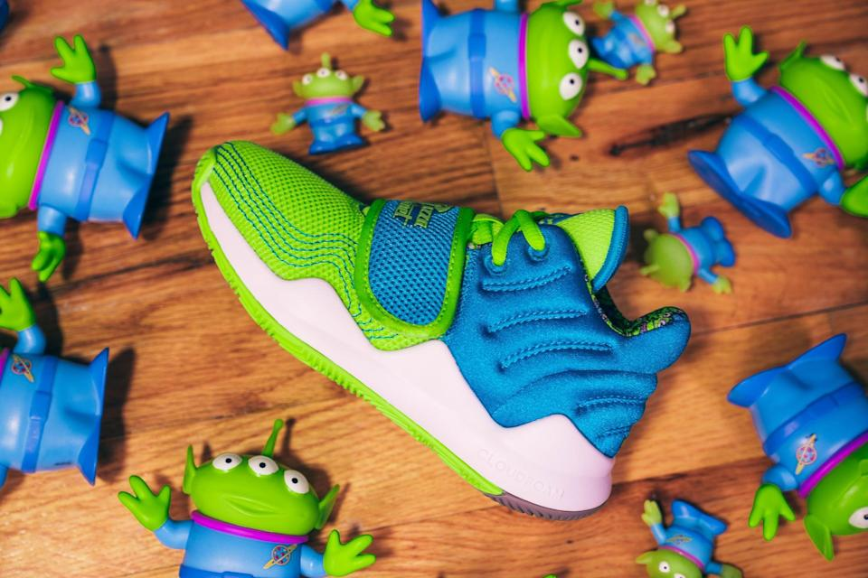<p>The Velco strap on the Adidas Aliens x Deep Threat Shoes ensures your kids laces stay in place.</p>
