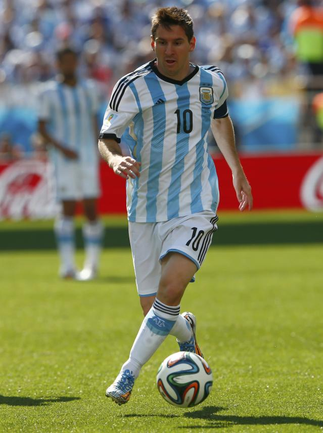 Argentina's Lionel Messi dribbles the ball during the 2014 World Cup round of 16 game between Argentina and Switzerland at the Corinthians arena in Sao Paulo July 1, 2014. REUTERS/Eddie Keogh (BRAZIL - Tags: SOCCER SPORT WORLD CUP)