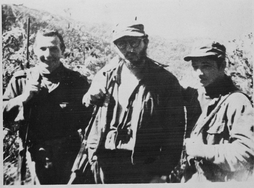 <p>Cuban revolutionary leader Fidel Castro, center, is seen with his army's surgeon Frank Martinez Paez, left, and his brother Raul Castro, Feb. 1958. (AP Photo) </p>