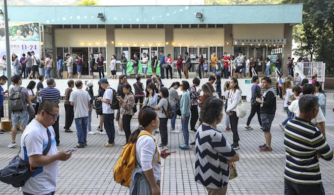 Queues at polling stations in Lek Yuen Estate. Photo: Winson Wong