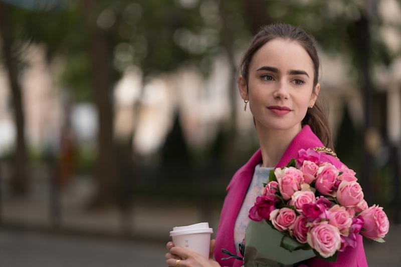 EMILY IN PARIS (L to R) LILY COLLINS as EMILY in episode 104 of EMILY IN PARIS Cr. STEPHANIE BRANCHU/NETFLIX 2020
