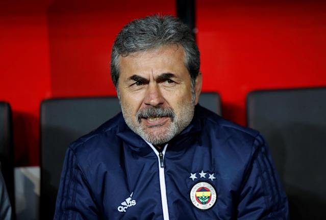 Soccer Football - Turkish Cup Final - Akhisarspor v Fenerbahce - Diyarbakir Stadium, Diyarbakir, Turkey - May 10, 2018 Fenerbahce coach Aykut Kocaman before the match REUTERS/Murad Sezer