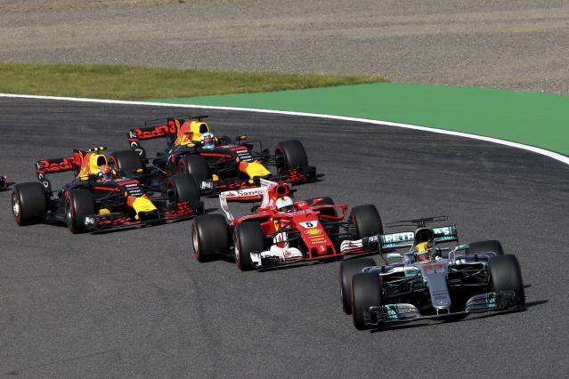<p>ZSN020. Suzuka (Japan), 08/10/2017.- British Formula One driver Lewis Hamilton of Mercedes AMG GP leads the pack ahead of German Formula One driver Sebastian Vettel of Scuderia Ferrari, Dutch Formula One driver Max Verstappen (back L) of Red Bull Racing and Australian Formula One driver Daniel Ricciardo (back R) of Red Bull Racing at the start of the Japanese Formula One Grand Prix at the Suzuka Circuit in Suzuka, central Japan, 08 October 2017. (Fórmula Uno, Japón) EFE/EPA/DIEGO AZUBEL</p>
