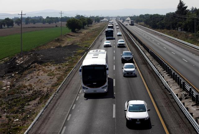 <p>Buses carrying Central American migrants, as part of a caravan moving through Mexico toward the U.S. border, drive on a highway in Puebla state, Mexico April 6, 2018. (Photo: Henry Romero/Reuters) </p>