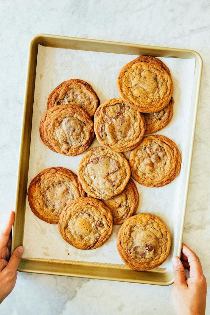 """<strong>Get the <a href=""""https://www.hummingbirdhigh.com/2018/08/brown-butter-and-toffee-chocolate-chip.html"""" rel=""""nofollow noopener"""" target=""""_blank"""" data-ylk=""""slk:Brown Butter and Toffee Chocolate Chip Cookies"""" class=""""link rapid-noclick-resp"""">Brown Butter and Toffee Chocolate Chip Cookies</a> recipe from Hummingbird High.</strong>"""