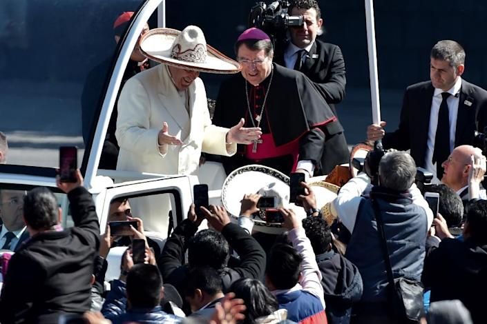 Pope Francis receives a traditional Mexican sombrero and greets people in Mexico City, on February 13, 2016 (AFP Photo/Mario Vazquez)