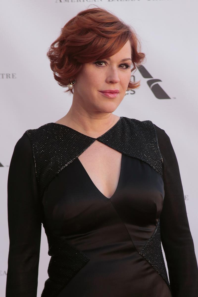 Molly Ringwald is pretty in black in 2016. (Photo: Getty Images)
