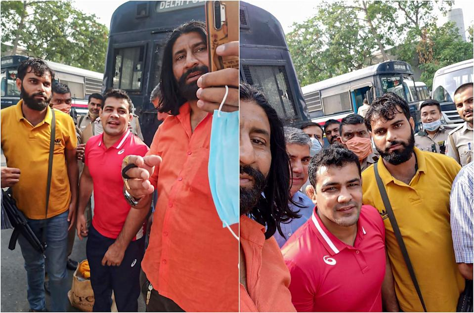 Sushil Kumar getting clicked with the cops responsible for his security during his transfer to Tihar Jail.