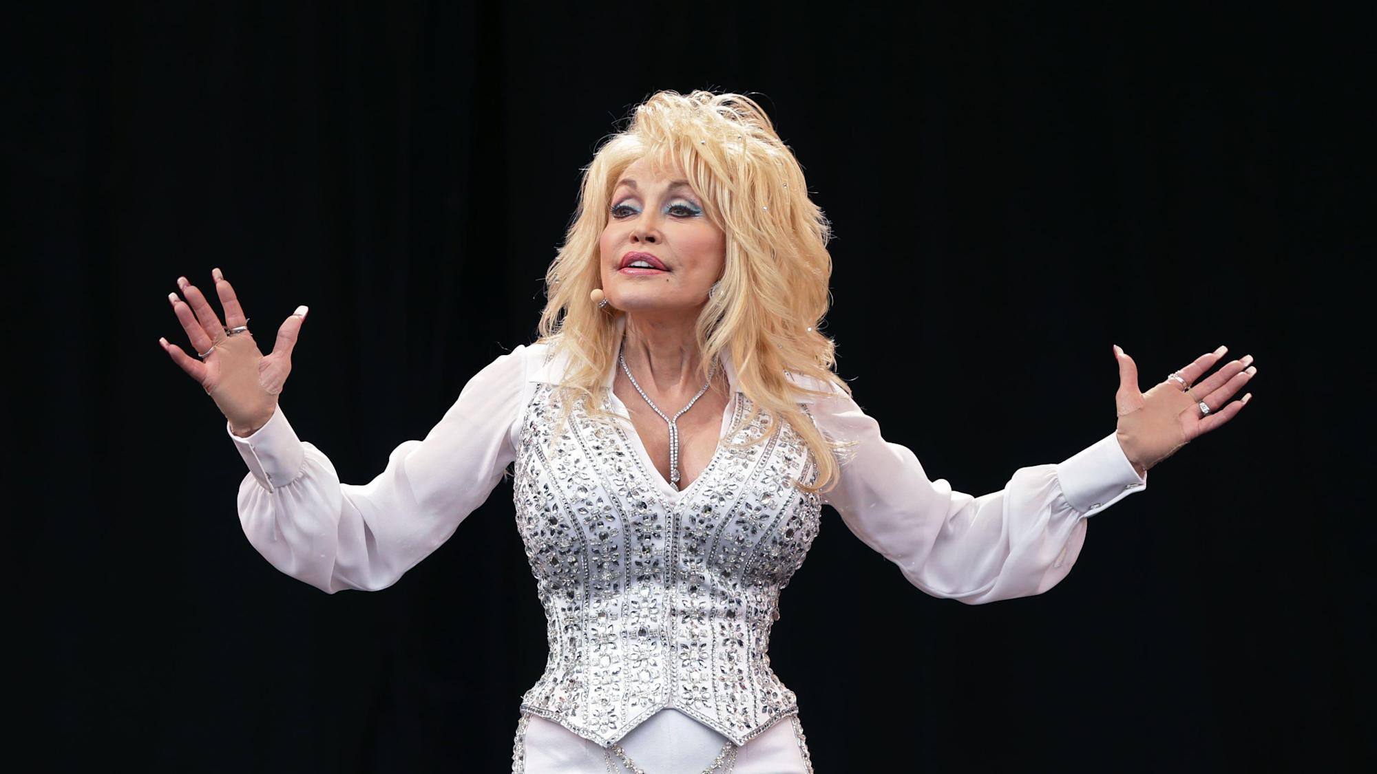 Dolly Parton's brother Randy dies after cancer battle