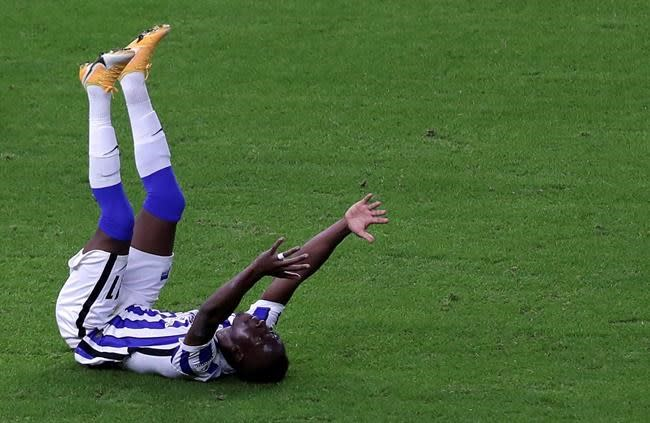 Hertha fans' first game back is loss to Frankfurt