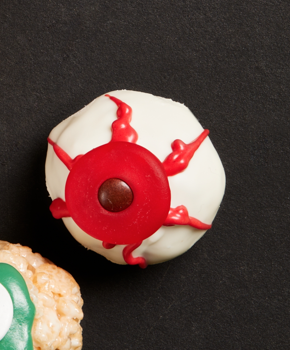 """<p>There's no need to go all out in the kitchen just to whip up some seriously spooky Halloween treats! These doughnut hole """"eyeballs"""" are so simple to make.</p><p><strong><a href=""""https://thepioneerwoman.com/food-cooking/recipes/a32127337/doughnut-hole-eyeballs-recipe/"""" rel=""""nofollow noopener"""" target=""""_blank"""" data-ylk=""""slk:Get the recipe."""" class=""""link rapid-noclick-resp"""">Get the recipe.</a></strong></p><p><a class=""""link rapid-noclick-resp"""" href=""""https://go.redirectingat.com?id=74968X1596630&url=https%3A%2F%2Fwww.walmart.com%2Fip%2FThe-Pioneer-Woman-Vintage-Floral-14-5-Inch-Serving-Platter%2F147105294&sref=https%3A%2F%2Fwww.thepioneerwoman.com%2Ffood-cooking%2Fmeals-menus%2Fg32110899%2Fbest-halloween-desserts%2F"""" rel=""""nofollow noopener"""" target=""""_blank"""" data-ylk=""""slk:SHOP SERVING PLATTERS"""">SHOP SERVING PLATTERS</a></p>"""