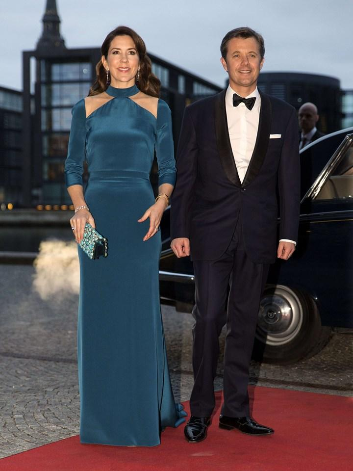 Princess Mary looks great in teal velour Copenhagen event