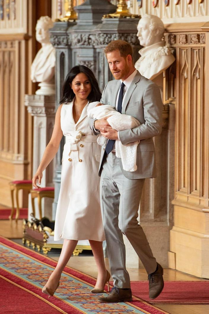 meghan harry enter room with baby