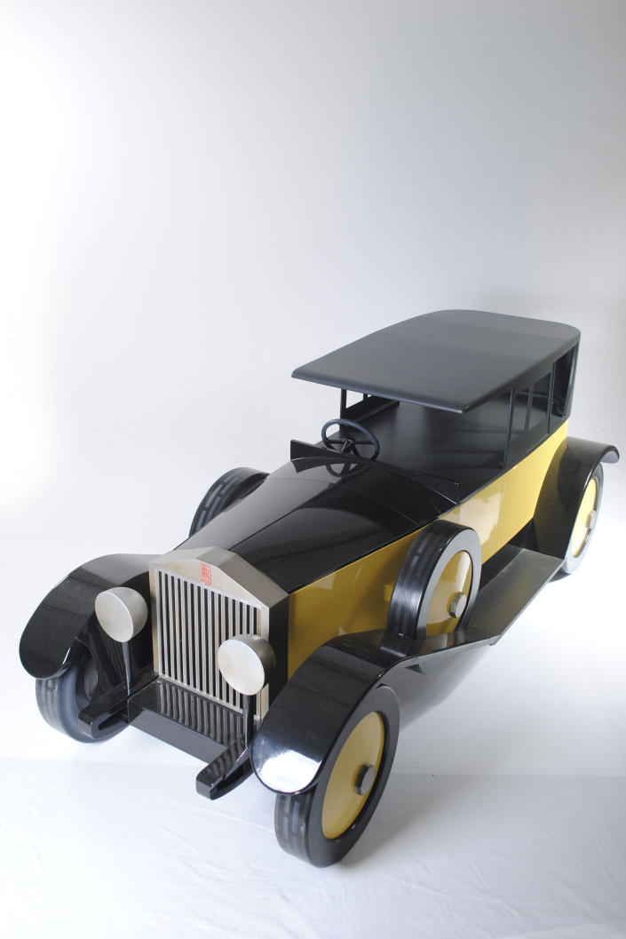 A coffin in the style of a retro car. (Photo: Caters News)