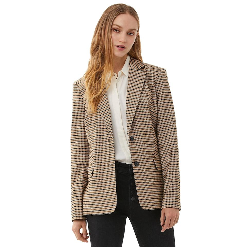 "<br><br><strong>Free Assembly</strong> Boyfriend Blazer, $, available at <a href=""https://go.skimresources.com/?id=30283X879131&url=https%3A%2F%2Fwww.walmart.com%2Fip%2FFree-Assembly-Women-s-Boyfriend-Blazer%2F750997317"" rel=""nofollow noopener"" target=""_blank"" data-ylk=""slk:Walmart"" class=""link rapid-noclick-resp"">Walmart</a>"