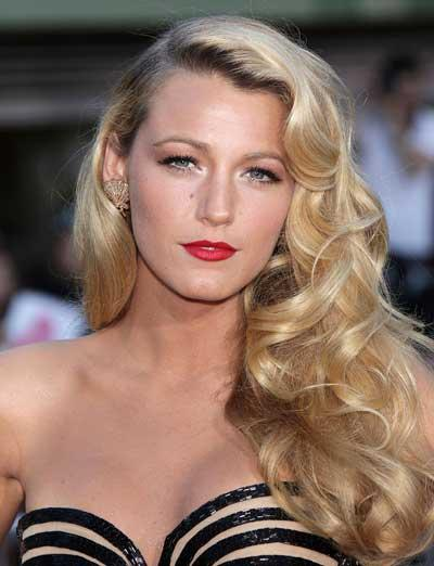 Beauty How-To: Black Lively's Blonde Bombshell Glamour At 'Savages' Premiere