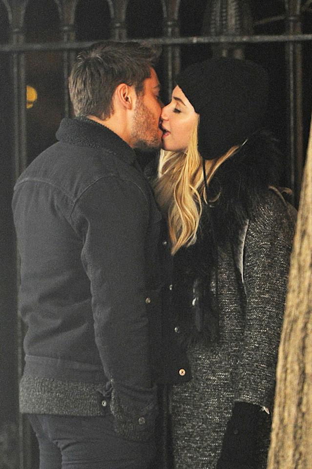 88992, NEW YORK CITY, NEW YORK- Monday January 7, 2013. Zac Efron and actress Imogen Poots share a kiss on the set of ' Are We Officially Dating' on location in New York City.  Photograph: © TS, PacificCoastNews.com **FEE MUST BE AGREED PRIOR TO USAGE** **E-TABLET/IPAD & MOBILE PHONE APP PUBLISHING REQUIRES ADDITIONAL FEES** LOS ANGELES OFFICE:  1 310 822 0419 LONDON OFFICE:  44 20 8090 4079