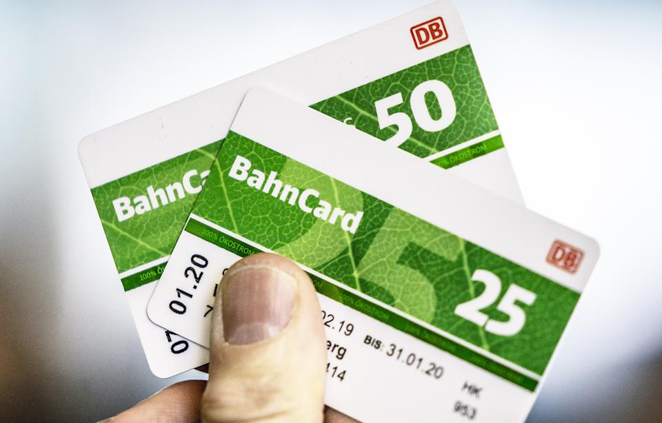 Bahncards werden günstiger (Foto: Michael Kappeler/picture alliance via Getty Images)