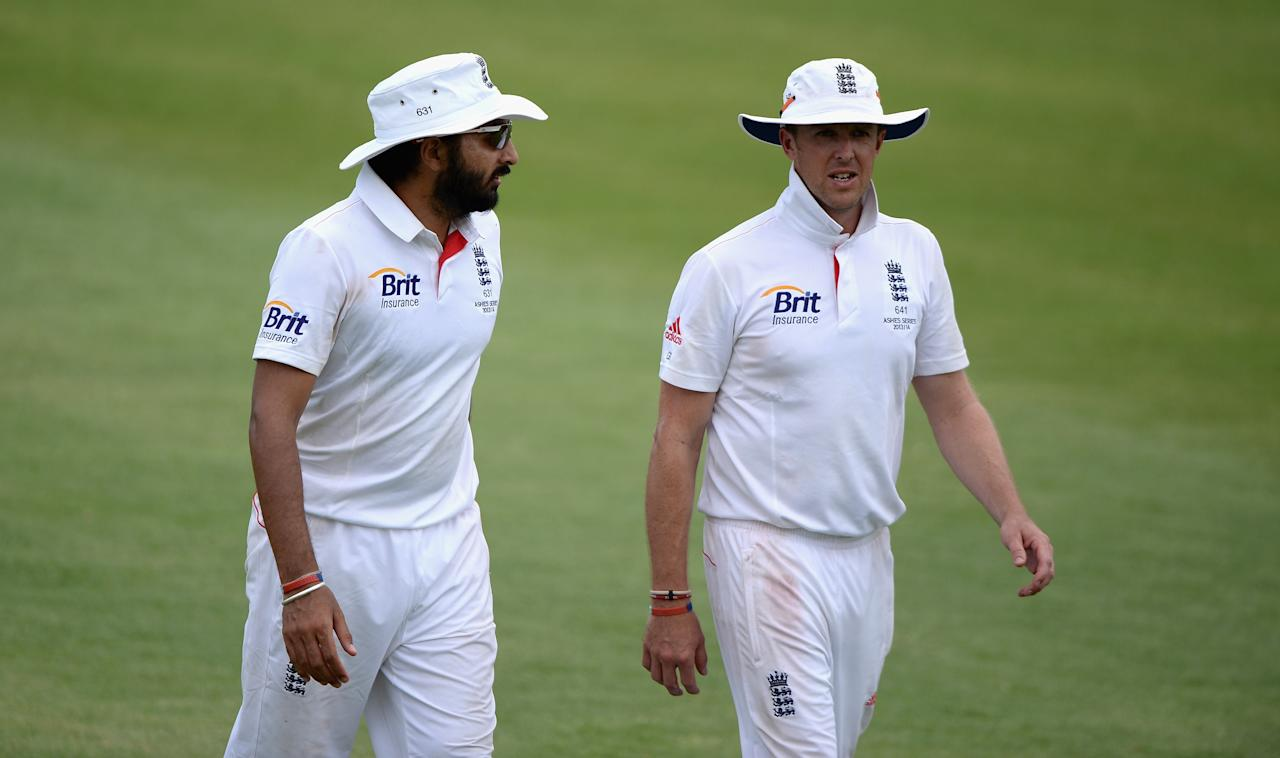 ALICE SPRINGS, AUSTRALIA - NOVEMBER 30:  Monty Panesar and Graeme Swann of England leave the field at the end of the first innings during day two of the tour match between the Chairman's XI and England at Traeger Park on November 30, 2013 in Alice Springs, Australia.  (Photo by Gareth Copley/Getty Images)