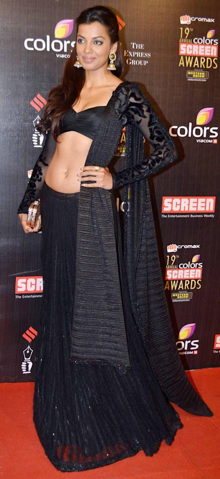 Another hot dresser, Mugdha can go from looking princess pretty to super sexy in no time. Check out how hot she looks in this Indian ensemble.