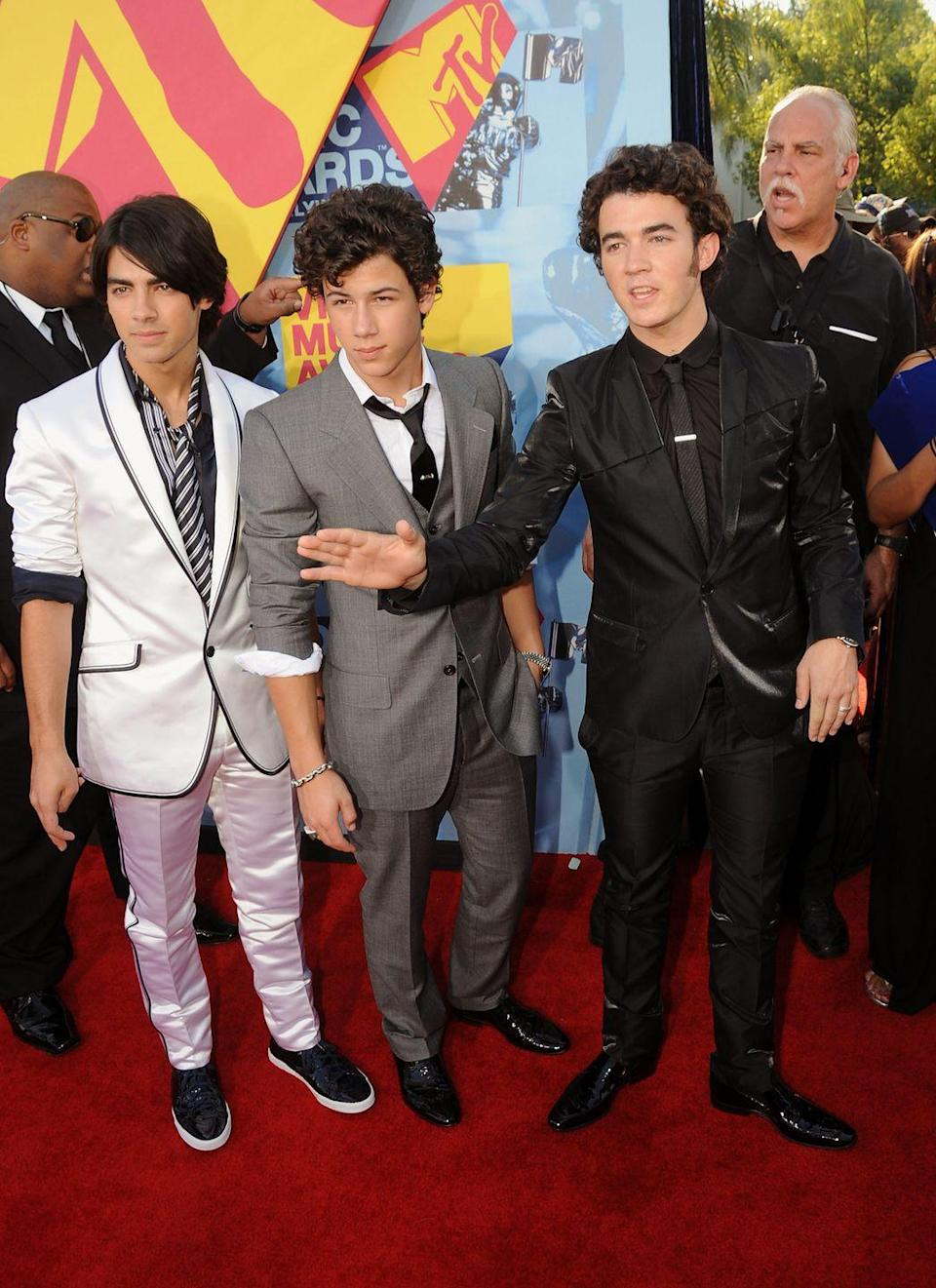 <p>The Jonas brothers were definitely coordinating in these white, gray, and black suits at the 2008 VMAs.</p>