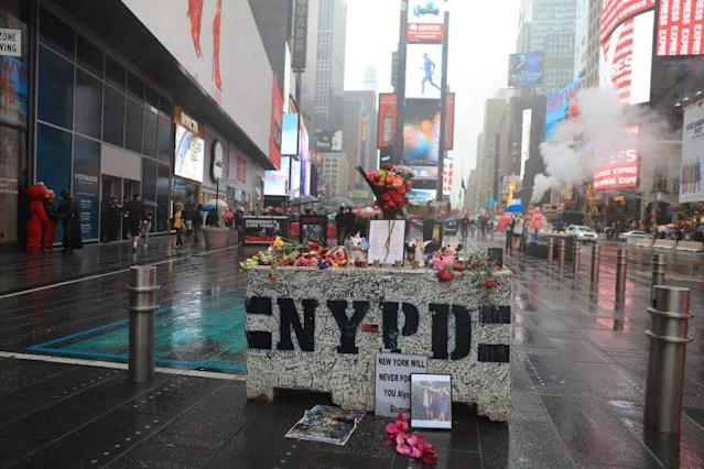 The impromptu memorial in Times Square. (Photo: Gordon Donovan/Yahoo News.)