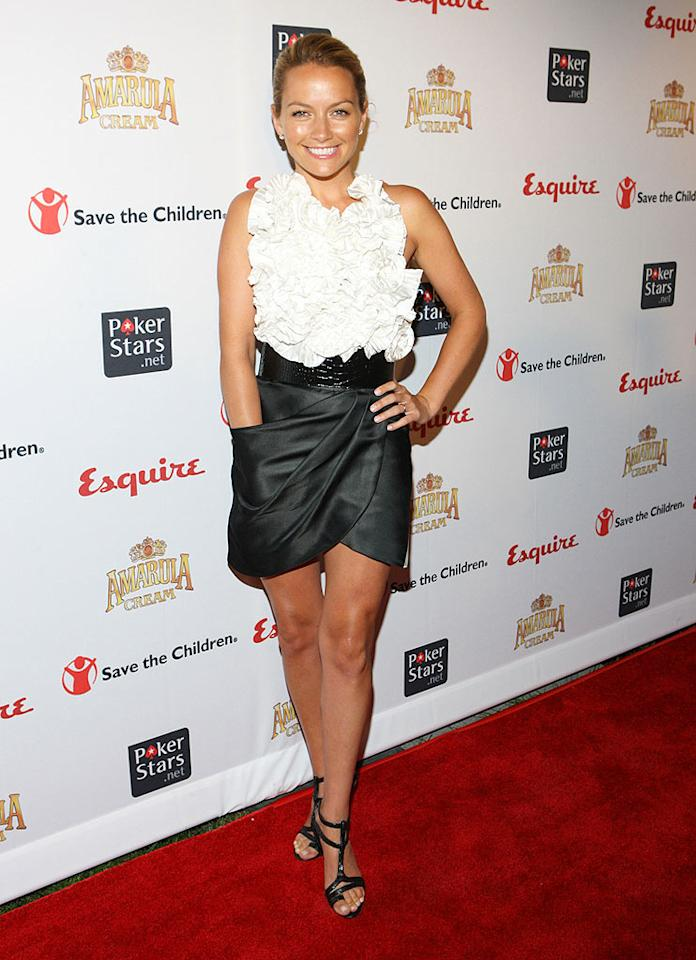 "Right behind America in the arrivals line was her sexy and sassy co-star Becki Newton, who popped a pose in a ruffled Prabal Gurung top and pocketed tulip skirt. Her polished look was completed with strappy black sandals and diamond studs. Bennett Raglin/<a href=""http://www.wireimage.com"" target=""new"">WireImage.com</a> - October 12, 2009"