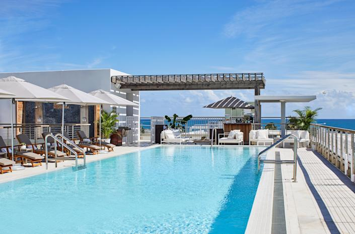 """<a href=""""https://www.cntraveler.com/activities/miami/south-beach?mbid=synd_yahoo_rss"""" rel=""""nofollow noopener"""" target=""""_blank"""" data-ylk=""""slk:South Beach"""" class=""""link rapid-noclick-resp"""">South Beach</a> is so tempting—it's reliably fun and sunny, it's easily accessible via direct flights from all over the country, but for those reasons it can also be challenging to find the peace and quiet that gives you some <em>rest</em> on your vacation. <a href=""""https://www.cntraveler.com/hotels/united-states/miami-beach/betsy-hotel?mbid=synd_yahoo_rss"""" rel=""""nofollow noopener"""" target=""""_blank"""" data-ylk=""""slk:The Betsy"""" class=""""link rapid-noclick-resp"""">The Betsy</a> is still fun and sunny, but nails the peace and quiet too. It's small enough (relative to its competitors) to have an intimate feel, yet still central enough to compete with <a href=""""https://www.cntraveler.com/gallery/best-hotels-in-miami?mbid=synd_yahoo_rss"""" rel=""""nofollow noopener"""" target=""""_blank"""" data-ylk=""""slk:South Beach's mega-hotels"""" class=""""link rapid-noclick-resp"""">South Beach's mega-hotels</a>. Take it from us—in a city filled with spectacular rooftop pools, The Betsy is in a league of its own."""