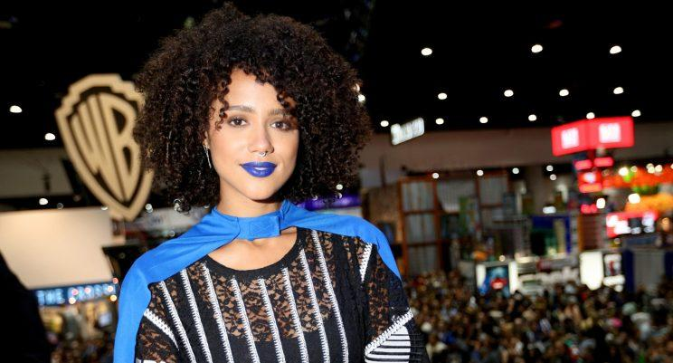 'Game of Thrones' star matched her lips to a blue cape at 'Comic Con'