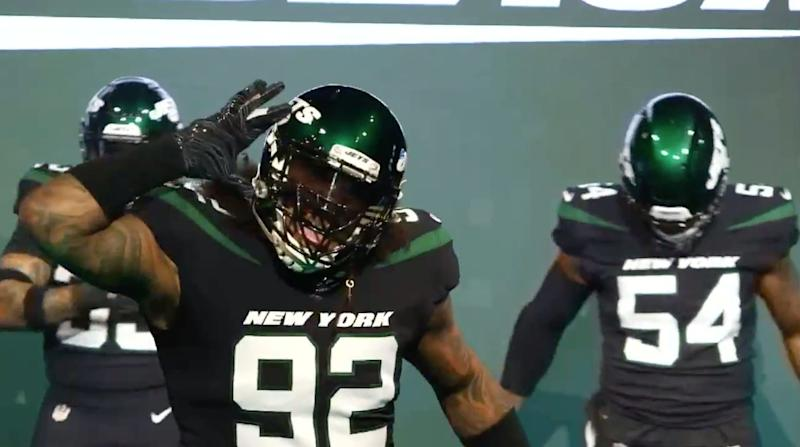 576dc74b24b Leonard Williams shows off the new black alternate Jets jersey. (Twitter .com/