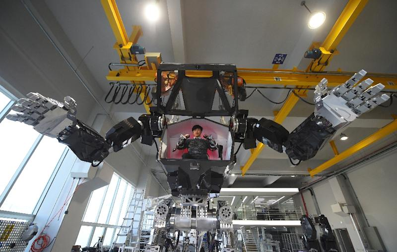 Avatar-Like Korean Manned Robot Takes First Baby Steps