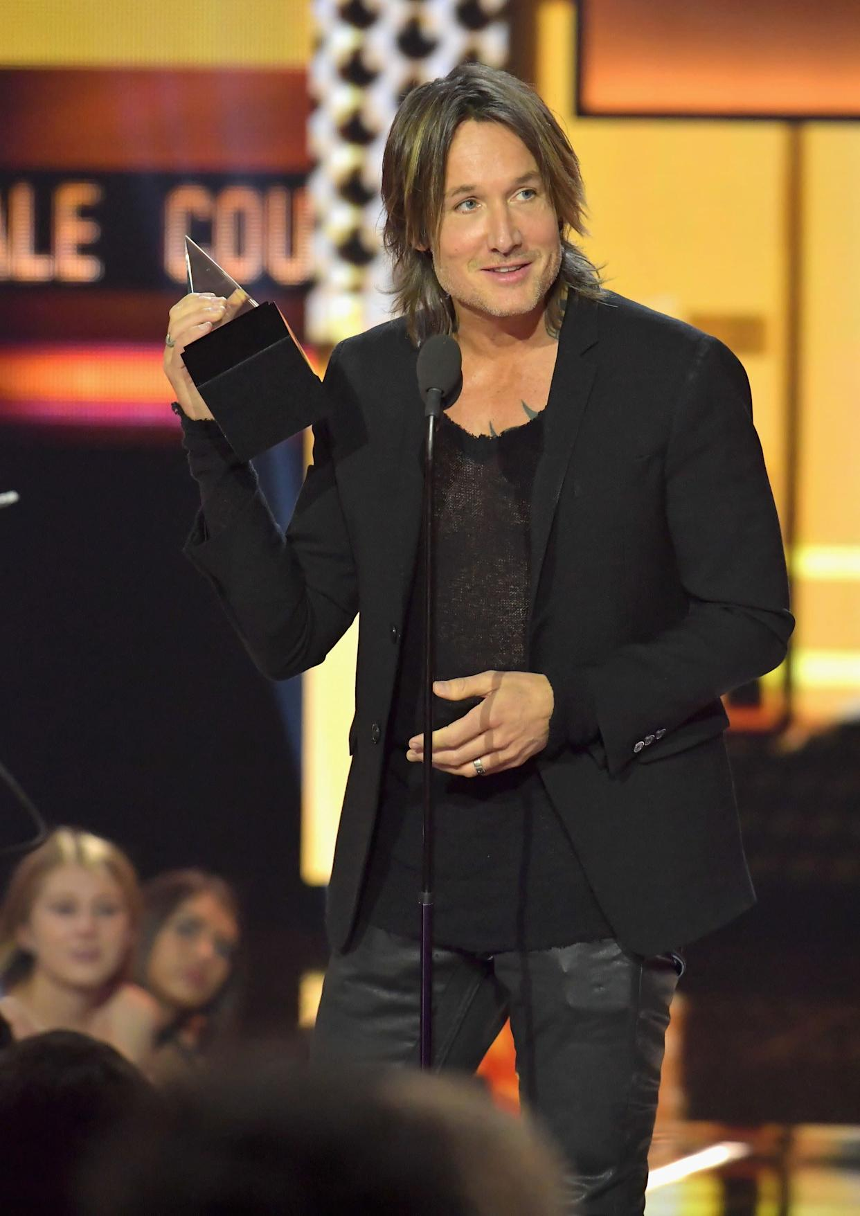 LOS ANGELES, CA - NOVEMBER 19: Keith Urban accepts the Favorite Male Artist - Country, Favorite Album - Country and Favorite Song - Country awards onstage during the 2017 American Music Awards at Microsoft Theater on November 19, 2017 in Los Angeles, California. (Photo by Lester Cohen/WireImage)