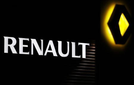 The Renault company logo is displayed on the front of a car dealership in Andernos