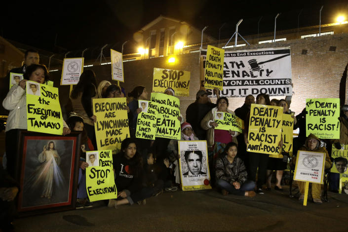 Protestors line up outside the prison walls just before receiving word that the scheduled execution of Mexican national Edgar Tamayo would proceed Wednesday, Jan. 22, 2014, in Huntsville, Texas . Tamayo was convicted of killing a Houston police officer 20 years ago. (AP Photo/Pat Sullivan)