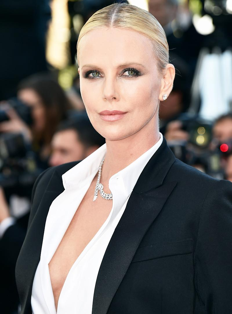Charlize Theron Steams Up the Cannes Red Carpet in a ... Charlize Theron Sean Penn