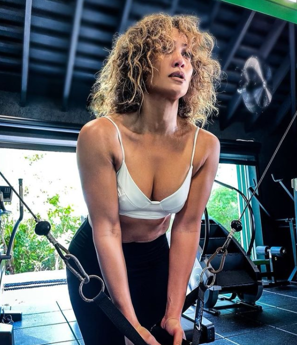 jlo at the gym