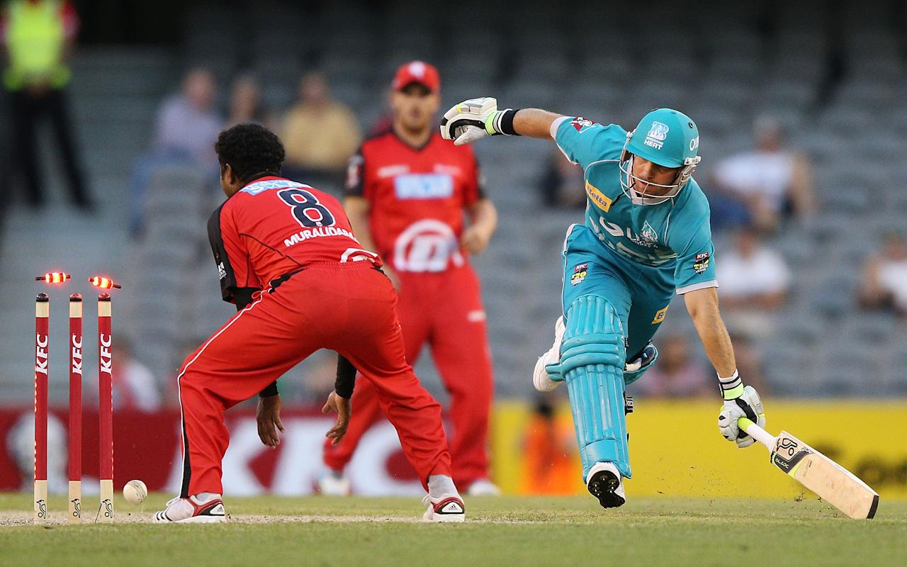 MELBOURNE, AUSTRALIA - DECEMBER 22:  Chris Hartley of the Brisbane Heat nearly gets run out next to Muthiah Muralidaran of the Melbourne Renegades during the Big Bash League match between the Melbourne Renegades and the Brisbane Heat at Etihad Stadium on December 22, 2012 in Melbourne, Australia.  (Photo by Michael Dodge/Getty Images)