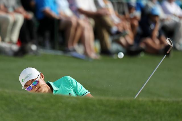Lia Haotong Li of China hits from a sand trap on the 18th hole during first round play of the 2018 Masters golf tournament at the Augusta National Golf Club in Augusta, Georgia, U.S., April 5, 2018. REUTERS/Lucy Nicholson