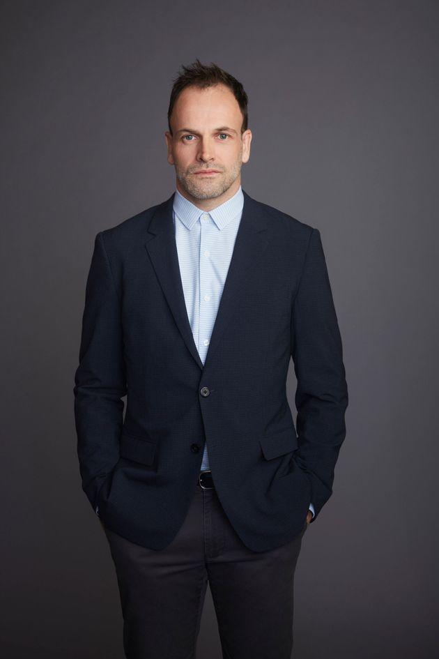 Jonny Lee Miller in a publicity shot for Elementary (Photo: CBS Photo Archive via Getty Images)